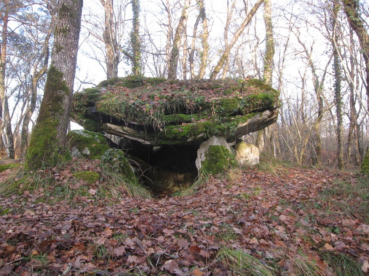 4 edon dolmen de pierre rouge
